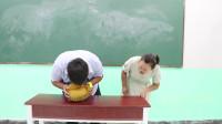 学霸王小九短剧:老师让学生用自己方法开榴莲,没想女同学直接一掌劈开,太厉害了