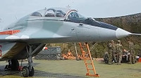 实拍米格-29与苏-25战机罕见训练公路起降!