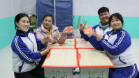 学霸王小九短剧:老师和同学们组队PK做披萨,没想做成培根披萨和水果披萨,无硼砂