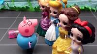 公主们都夸猪爸爸长得帅,猪爸爸都不好意思了,猪爸爸奖励白雪糖果!