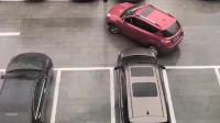这是我见过倒车入库最厉害的女司机,一看驾驶证就不是买来的!