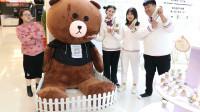 商场11:买手工糖免费抽奖,没想王小九抽到巨大布朗熊!太厉害了