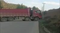 这是高手!货车司机的操作厉害了,估计吉利车主被吓到了!