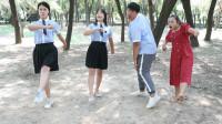 学霸王小九:开学军训女同学教师生踢正步,没想走的一个比一个奇葩,太逗了