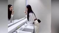 刚进厕所就发现不对劲,看到这一幕,原谅我实在没忍住