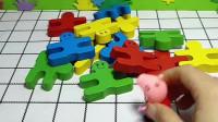 乔治在玩被猪妈妈批评了,佩奇在玩积木拼图却被妈妈奖励,这是为什么呢?