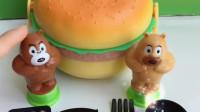 熊二肚子饿了,想要吃大汉堡,可是这不是真的汉堡呀!