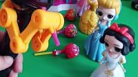 长发公主和贝儿公主都有棒棒糖,白雪公主也要吃棒棒糖,知道白雪怎么得到棒棒糖的吗?