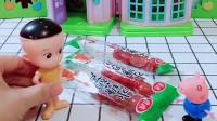 乔治用零花钱买了冰糖葫芦,还分给大头一起吃,乔治真是个懂得分享的好孩子