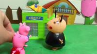 小猪乔治哭的好伤心,原来是想吃糖却够不到,佩奇好来了好朋友帮乔治拿糖