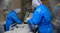 全国新增确诊病例2048例死亡105例 累计确诊70548例