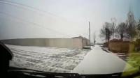 女司机雪天开车,乘客到底慌不慌,视频告诉你