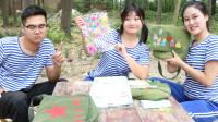 童年:田田带了贴画,把好多好看的都给了大鱼,女孩子就是要一起美美的
