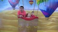 """爸爸带小朋友体验趣味乐园,各种""""大冒险"""",玩的好开心!"""