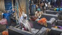 """印度的""""人肉洗衣厂"""",每天洗10万件衣服,却只换一次水!"""