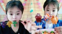 小姐姐吃播:水晶雨伞果冻、棒棒糖,真的太有食欲了