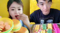 小姐姐直播吃梦幻超级汉堡包,看起来真馋人