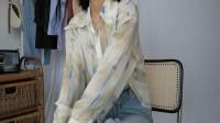 80后女人再不打扮就老了!今流行印花衬衫+牛仔裤,春天穿特洋气