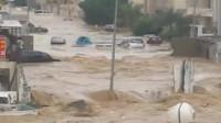 洪水强势来袭,汽车如轮船一样在水中漂,不是一般的可怕!