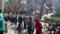 有点冒险!北京老人戴2层口罩垫1层卫生纸排队抢购口罩