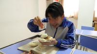 学渣没钱吃中午饭,竟用馒头鸡蛋做出中式汉堡,真香!