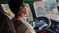 【爱聊车】加速要快、平路要稳、杜绝拖挡,这样开卡车,想费油都难!
