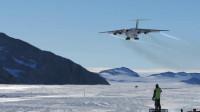 疯狂的俄罗斯伊尔-76运输机在冰原上着陆,前方高能
