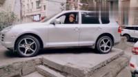 监控:大哥这停车技术,加上这停车位,别人绝对没有敢停的!