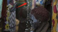 非洲这个部落有多野蛮?新娘当场惨哭,围观人