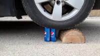 牛人把发泄球放在车轮下面,实在是太减压了,好过瘾啊!