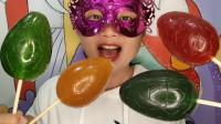 """吃货小姐姐吃创意""""恐龙蛋棒棒糖果"""",多彩透亮Q弹,香甜有嚼劲"""