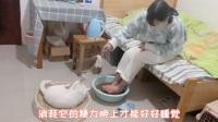 在外地打工,回家就有小猫咪迎接,互相陪伴,再苦再累也不孤单