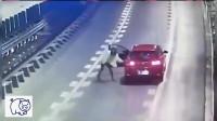 监控揭露!女司机高速上下车