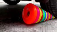 牛人把彩色气球放到车轮下面,实在是太减压了,好过瘾啊