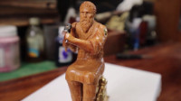 用铜片加木头制作锤击小人,只要手艺好,普通的东西玩出新花样