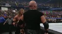 WWE女人之间的战斗,丰满小妹被一屁股坐晕,强壮男友赶紧扛走