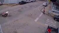 行车记录仪:一场神奇的车祸,瞬间车主懵了,我不是该在车底下吗?