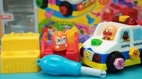 面包超人DIY玩具 组装会说话的警车、推土机和消防车