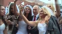 普京:普京下班,被新娘子团团围住拍照,保镖们挤不进去了