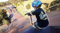 7岁小男孩挑战最陡滑坡,冲下去的一瞬间,都不敢相信自己的眼睛了!