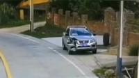 行车记录仪:日产车主做梦也没想到,路边停个车而已,差点小命不保