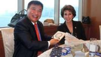 给美国捐款下场最惨的中国富豪,刚捐完7000万元,同一天就破产