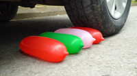 汽车碾压灌水气球的瞬间
