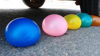 汽车碾压灌水气球和鸡蛋的瞬间