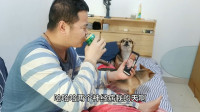 抗击肺炎:疫情期间不能外出,小伙在家跟朋友开视频喝酒,好搞笑