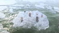 西游记:水下妖精暗中破坏,冰层崩溃分解,悟空再大本事也难发挥