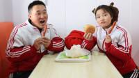 童年短剧1:傻妞离家找爸爸,哥哥追到后买汉堡给傻妞吃,真感人