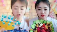 美女吃播:彩色芒果脆、表情包,土豪的生活