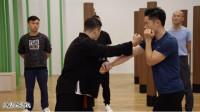 八极拳基本功教学,撑锤如何对练?不如找个伙伴一起练习