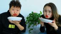 小夫妻争抢出门名额,比赛吃辣椒,不料两人都吃成香肠嘴